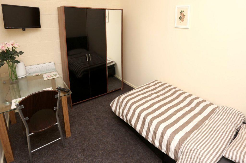Cheap Accommodation Warrington Bedsit